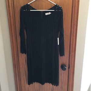 NWT Velvet lace dress, raglan sleeves LBD 💯