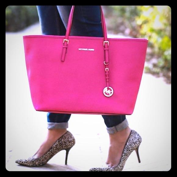 KORS Michael Kors Handbags - Price drop!! Raspberry Large Jet Set Travel 888e4451d5be5