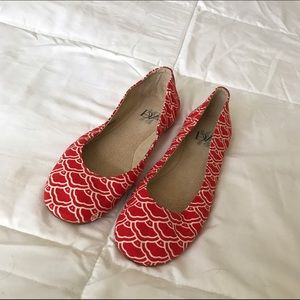 BNWOT DVF red patterned canvas flats ❤️✨