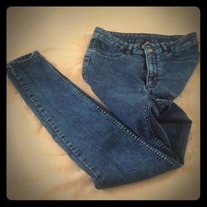High waisted jeans.