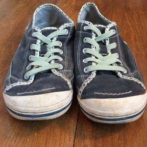 56e0123d5b6 Simple Shoes - Women s simple brand slip on sneaker