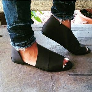 LAST PAIR!!//The Olive//Black open toe Flat/Sandal