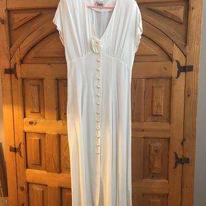 Dresses & Skirts - Sandies Maxi Dress