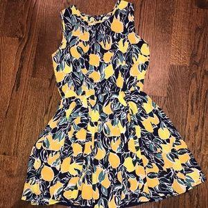 Adorable and fun lemon printed dress 🍋