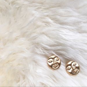 Gold round face earring