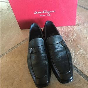 Authentic Ferragamo Svezia Loafers