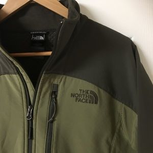 Men's North Face Fleece Lined Jacket Green.