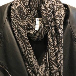 "Accessories - Infinity scarf black/grey print. EUC! 24"""