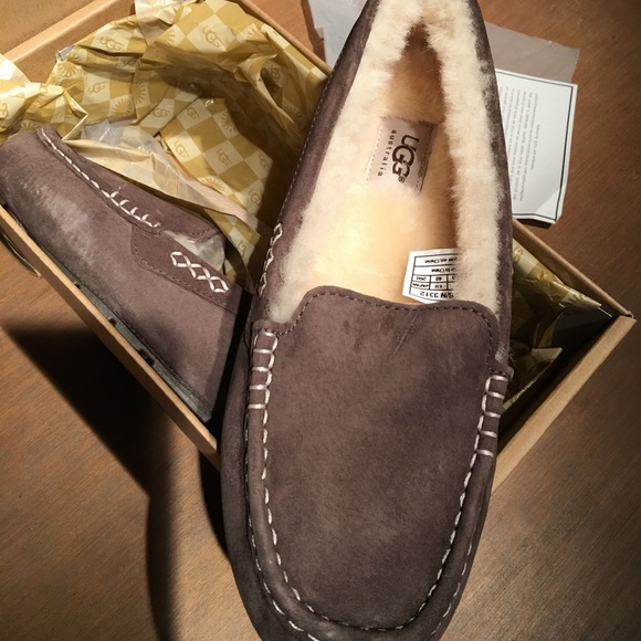 4c5520616fb Ugg Ansley chocolate slippers size 9