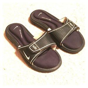 🌸Nike Black Slides size: 8🌸