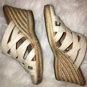 G.H. BASS & CO. CREAM SANDAL WEDGES NEW CONDITION