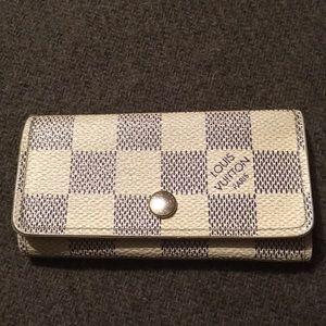 SALE💃🏻LV grey azur damier key holder