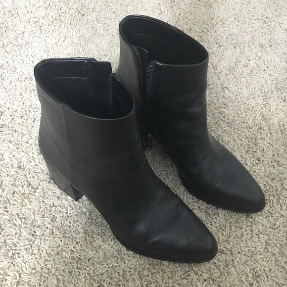 17073da33b7404 Sam Edelman Joey black leather booties. M 59b897bd2fd0b77ce301ff93