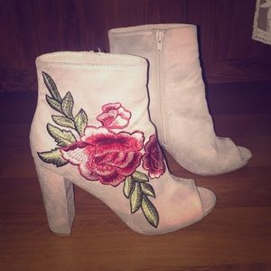Rose patches peep toe  booties