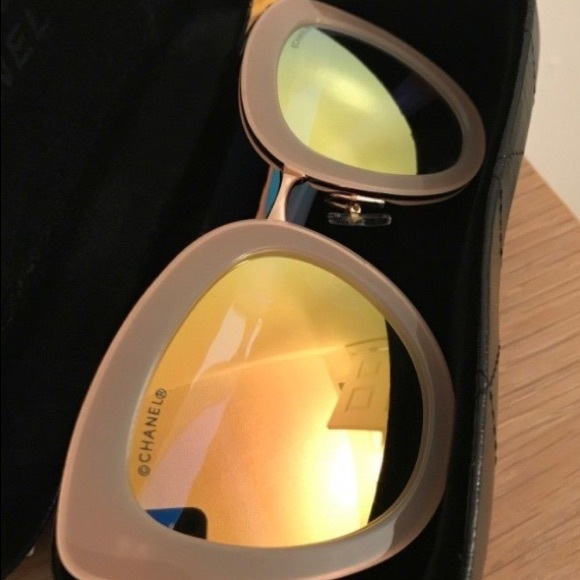 5e1dc223d648     ISO CHANEL CAT EYE SUNGLASSES