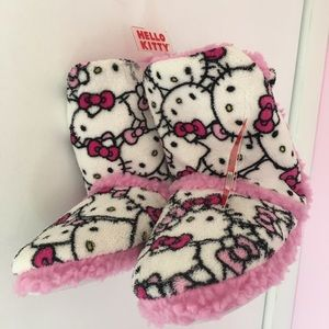 ab8a74847 Hello Kitty Shoes - NWT Fuzzy Hello Kitty Bedroom Slipper Boots