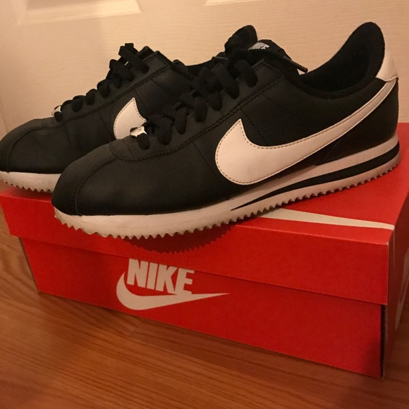 Nike Cortez gs size 7 black leather