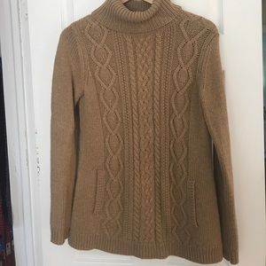 Vineyard Vines Cable knit turtleneck sweater