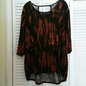 Plus size top with keyhole back