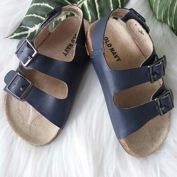 cafedec0edc80 Old Navy little boys sandals. M 59b960ce522b45ec170404e3