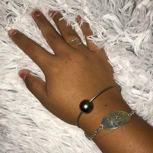 Jewelry - Black pearl bangle