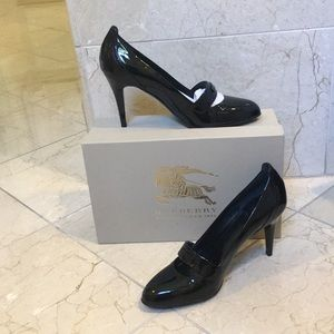 Patent leather Burberry pumps size 39 1/2 (9.5)