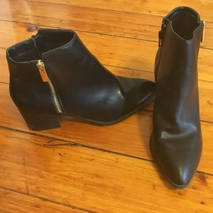 Shoes - Everyday black booties