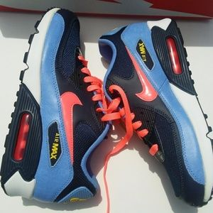 Nike Shoes - Women's/Girls Nike Air Max 90( Size 6.5y/8)