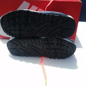 Nike Shoes - Women's/Girls Nike Air Max 90( Size 6.5y/8)