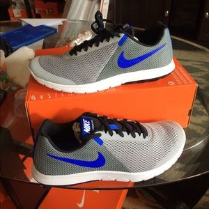 New nike men running sneakers size 10.5 color gray