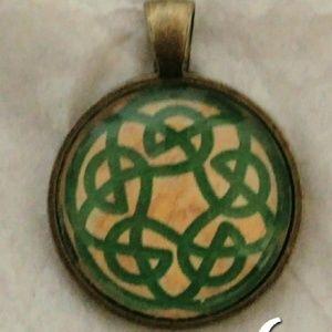 "Jewelry - Antique Style Irish Celtic 1"" Pendant"