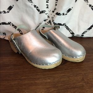 Other - Girls Silver Wood Bottom Clogs Sz 32