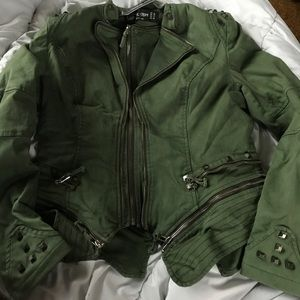 Green jacket with zippers and embellishments😍
