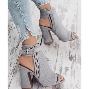 Shoes - Grey peep toe booties😍