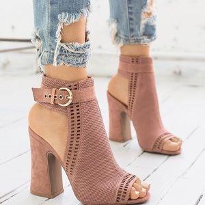 Shoes - Mauve peep toe booties💕