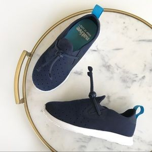 {native} toddler perforated sneaker with toggle 11