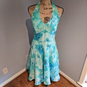 Dresses & Skirts - Beautiful floral halter dress