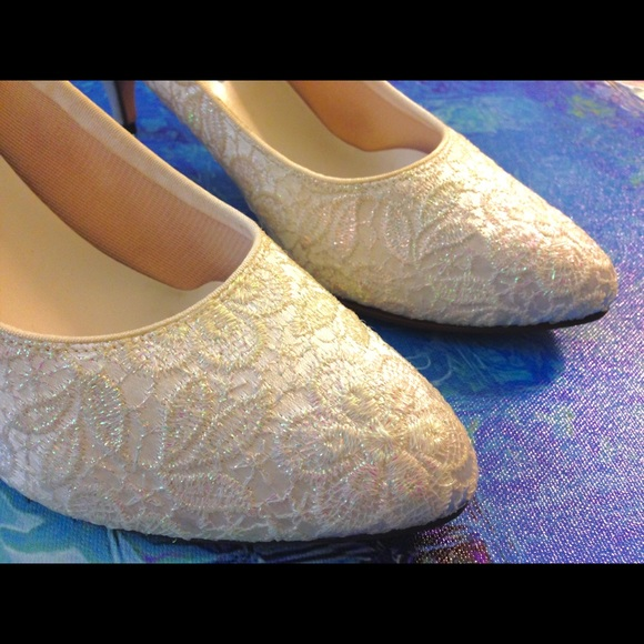 Dyeables Shoes - Iridescent White Lace Pumps (Dyeable)