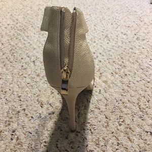 Express Shoes - Tan and gold heels