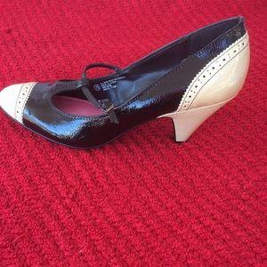 Isaac Mizrahi Shoes - Isaac Mizrahi Black & Ivory Pumps