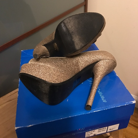 Delicious Shoes - Delicious Shoes Gold Glitter Heels