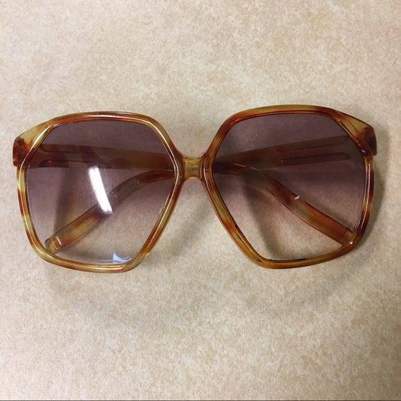 69915ba0aba3 🌼FINAL   🌼Vintage 70 s Tortoise Shell Sunglasses.  M 59b9b4d9f739bc52b4000978