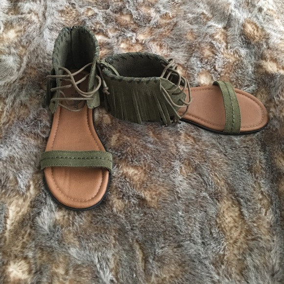 ddbf8086b96 Minnetonka Olive Green Gladiator Sandals. M 59b9c159f739bcd49d004038