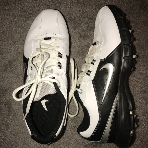 50482afc950 Mens Nike Tac Traction Golf Shoes and Bag. M 59b9caa9c284566d510074e3