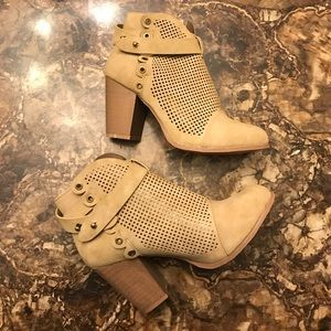 NWT Sz 8.5 Perforated Tan Booties
