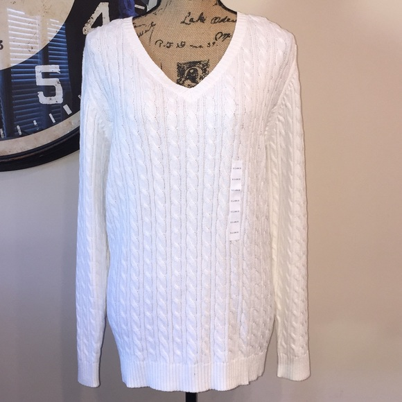 052f56e44309d9 Women s CROFT   BARROW Cableknit V-neck Sweater