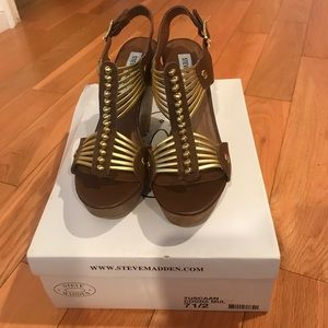 Shoes - Brown & gold wedges