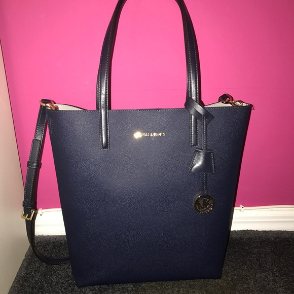 MICHAEL Michael Kors Hayley Large North South Tote.  M 59b9f16a2ba50a55b9009862 81cef519e7