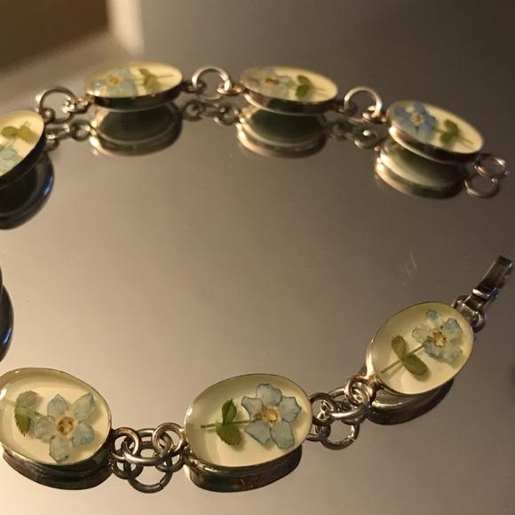 Jewelry - Vintage resin floral bracelet