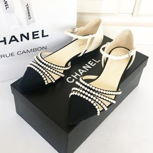 AUTH Chanel Paris in Rome pearl sandals 39.5